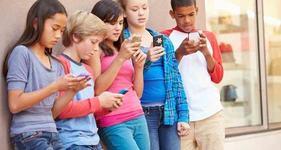 Utilizarea intensa a retelelor sociale are legatura cu depresia la adolescenti, arata noi studii