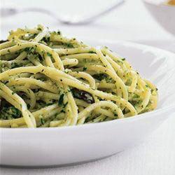 Spaghete cu sos pesto