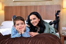 Fiul Magdei Vasiliu, diagnosticat cu cancer osos, implineste 11 ani