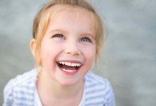 Eruptia dintilor permanenti la copii