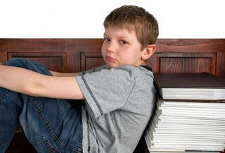 Copil diagnosticat cu ADHD, refuzat de mai multe scoli din Satu Mare. Nici cele speciale nu l-au primit