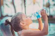 Cata apa trebuie sa bea un copil? Ghid pe varste