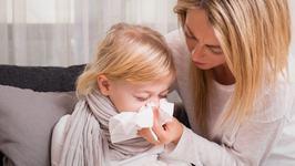 Un val de viroze afecteaza copiii. Simptomele sunt asemanatoare tulpinii Delta. Explicatiile medicilor