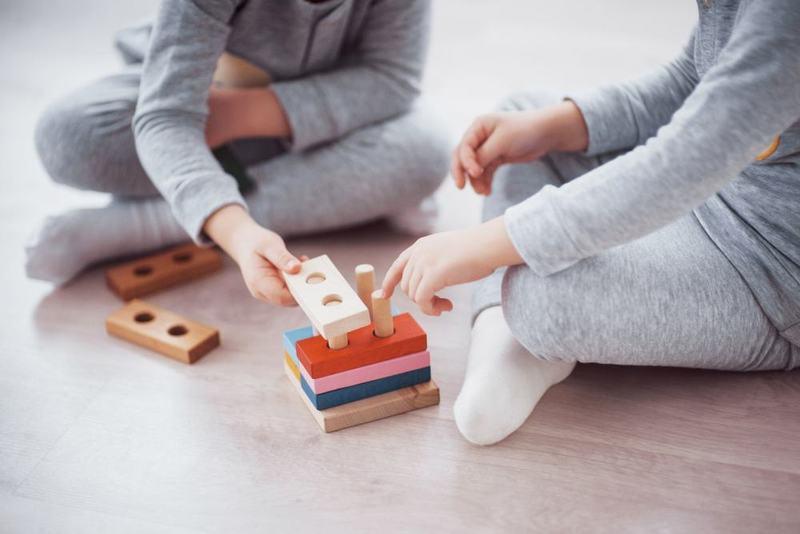 6 beneficii ale jucariilor educative pentru dezvoltarea copiilor
