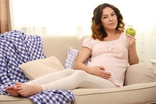 Zborul cu avionul in sarcina. Sfaturi utile pentru viitoarele mamici