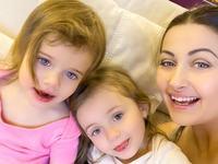 Gabriela Cristea, cu fetitele la spital. A tinut sa se afle de la ea motivul