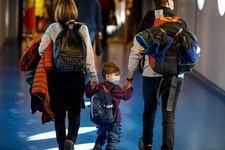 Veste buna! Copiii cu varsta sub 6 ani nu mai intra in carantina la intoarcerea din tari cu risc epidemiologic