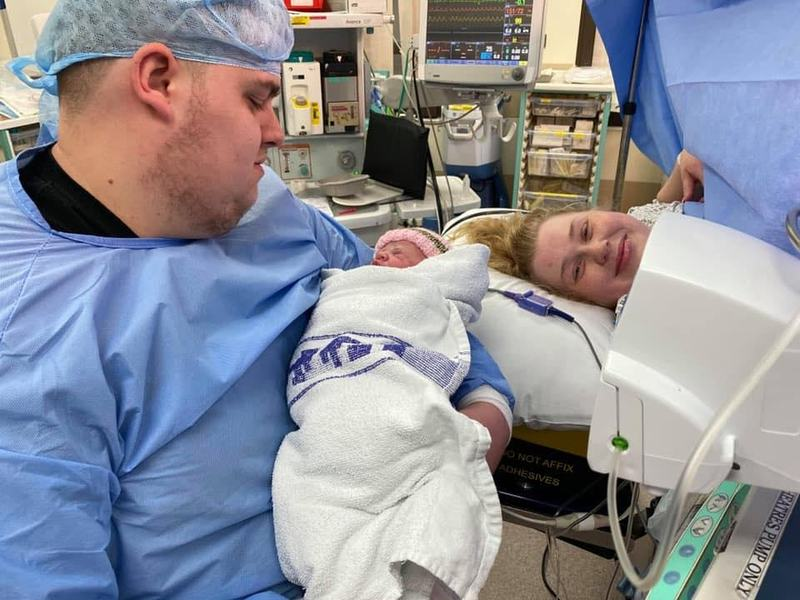 Insarcinata si bolnava de cancer la 21 de ani, a refuzat chimioterapia pentru a-si salva fiica