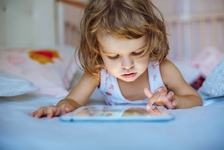 Cum afecteaza mobilul si televizorul creierul copilului?