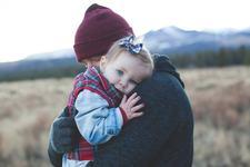 """De ce nu trebuie sa-i spui copilului """"esti bine"""" atunci cand este ranit fizic sau emotional"""