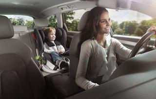 Patutul si scaunul auto pentru copii, printre obiectele de care orice viitor parinte are nevoie