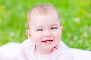 Primii pasi in igiena dentara a bebelusului il tin departe de carii