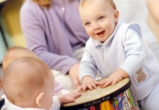 Cum socializeaza bebelusul?