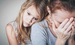 Este bine sau nu sa plangi in fata copiilor? Ce spun psihologii