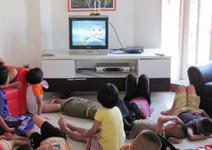 Sa-i lasam pe copii sa se uite la televizor?