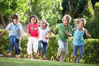 Obezitatea si anemia la copii, prevenite prin joc in aer liber