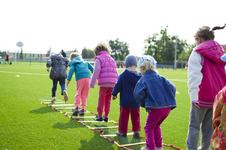 3 activitati sportive care combat obezitatea infantila