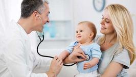 Controalele medicale in primul an de viata al copilului. Ce trebuie sa verifice pediatrul, in functie de varsta