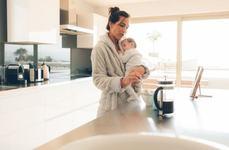 Bebelusul se trezeste prea devreme. Ce e de facut?