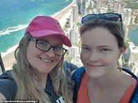 Un cuplu de lesbiene a uimit medicii. Cele doua femei au ramas insarcinate cu acelasi donator, in acelasi timp