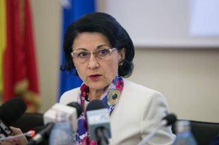 """""""Ne-ati terorizat copiii!"""" Raspunsul Ecaterinei Andronescu pentru mama care a criticat-o din cauza subiectelor"""