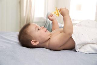 Suptul degetului si al suzetei, in topul obiceiurilor daunatoare pentru dintii copiilor. Ce nu ai stiut