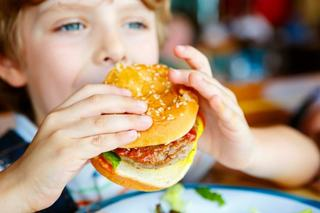 La ce riscuri iti supui copilul daca ii dai carne tocata pana in varsta de 5 ani