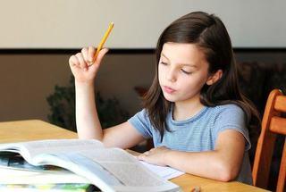 Copiii mai putin autonomi refuza sa-si faca singuri temele