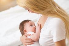 5 motive IMPORTANTE pentru care copilul tau se trezeste in miez de noapte ca sa il alaptezi