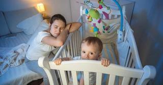 Parintii pierd 700 de ore de somn cand se naste copilul