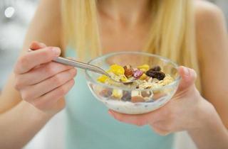 Alaptezi? Ce alimente trebuie sa incluzi NEAPARAT in dieta, pentru sanatatea ta si a bebelusului tau