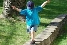 Copilul nu are un bun simt al echilibrului? Ajuta-l sa si-l dezvolte