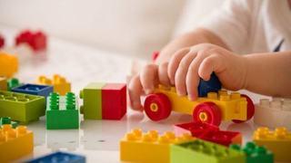 De ce nu ar trebui sa iti lasi copilul sa se joace cu jucariile de la clinica