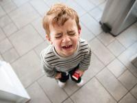 Reactia ta la crizele de isterie ale copilului ii va marca dezvoltarea emotionala. Fotografia spune totul