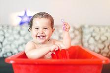 Cum ingrijim corect pielea bebelusului in timpul baitei si dupa