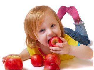 5 greseli frecvente in alimentatia copilului care il ingrasa