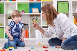 Cum sa reactionezi corect cand copilul tau are o criza de furie