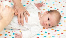 5 metode la indemana pentru calmarea colicilor bebelusului