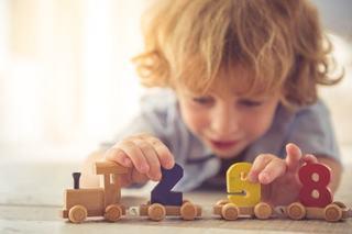 Mai putine jucarii, mai multa creativitate - beneficiile minimalismului cand vine vorba de jucariile copiilor