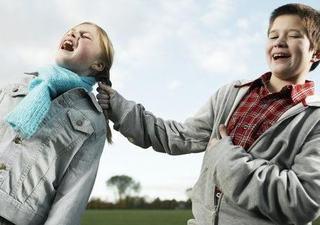 Invata copilul cum sa reactioneze la tachinarile colegilor