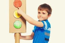 Tehnica semaforului. Cum ii ajuta pe copii si cum o poti aplica