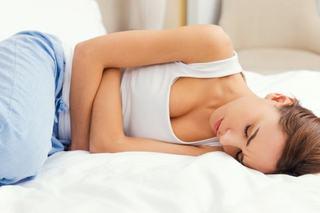 Durerile menstruale, la fel de severe precum un atac de cord