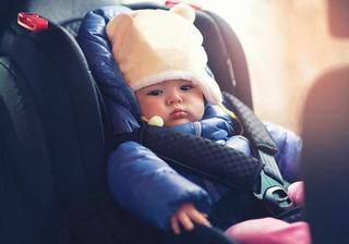 Greseala care iti poate pune in pericol copilul cand sta in scaunul de masina