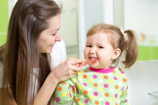 Cum faci igiena distractiva pentru copilul tau. Asa va dezvolta cele mai bune obiceiuri!