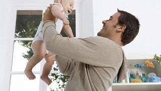 Relatia tata - bebelus: moduri de apropiere