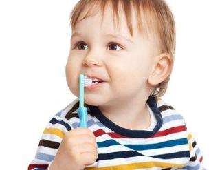 Cum ingrijim gingiile si primii dintisori ai bebelusului