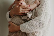 Sfaturi pentru a adormi un bebelus care vrea doar in brate
