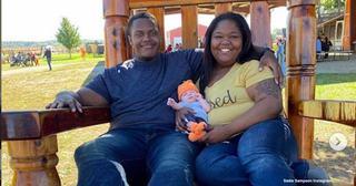 """Povestea virala a acestor tineri care au adoptat un copil dovedeste ca """"familiile nu trebuie sa se potriveasca"""