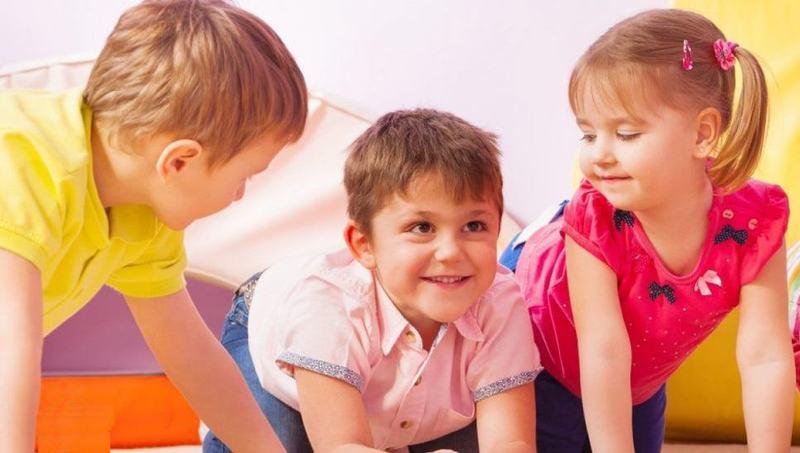 Copilul are mai mare nevoie de joaca decat de teme interminabile. Nu uita asta niciodata!