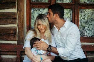 Prima poza cu chipul fetitei Laurei Cosoi! Este adorabila!
